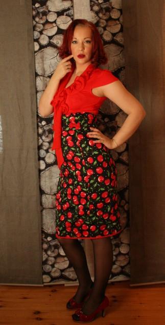 Kirsebærskjørt og rød bluse 3